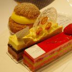 신주쿠 이세탄 지하에서 사온 사다하루 아오키의 케익